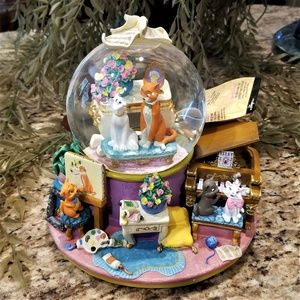 Disney Store The Aristocats Music Box Snow Globe